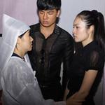 Phim - Cẩm Lynh nghẹn ngào tiễn đạo diễn bạc mệnh