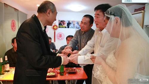 """3 đám cưới đồng tính gây """"náo loạn"""" Trung Quốc - 4"""
