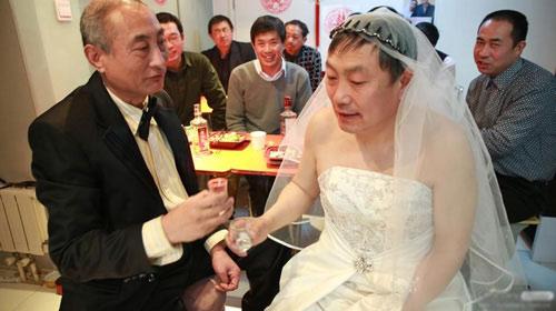 """3 đám cưới đồng tính gây """"náo loạn"""" Trung Quốc - 5"""