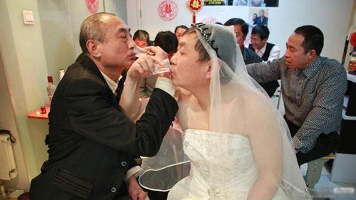 """3 đám cưới đồng tính gây """"náo loạn"""" Trung Quốc - 6"""