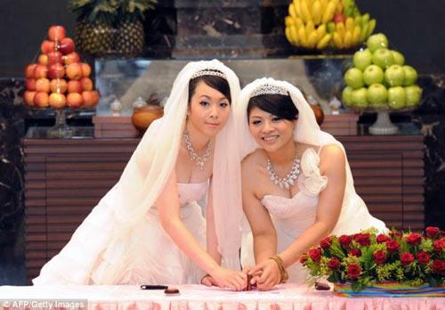"""3 đám cưới đồng tính gây """"náo loạn"""" Trung Quốc - 9"""