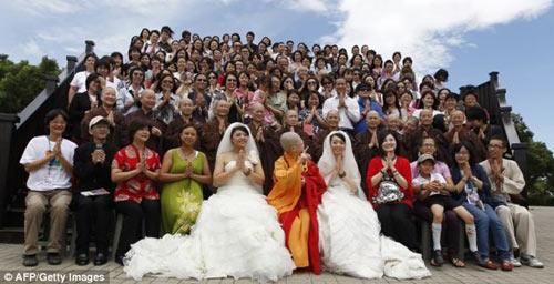 """3 đám cưới đồng tính gây """"náo loạn"""" Trung Quốc - 8"""