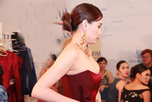 """Trang Nhung gây ngộp thở vì ngực """"khủng"""" - 3"""