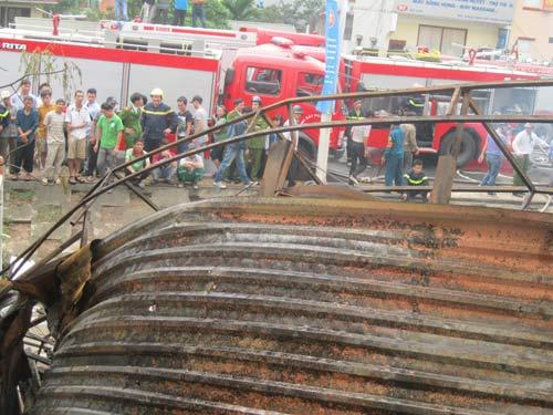 Hà Nội: Cháy lớn, nhà 5 tầng đổ sập - 7