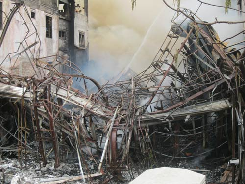 Hà Nội: Cháy lớn, nhà 5 tầng đổ sập - 2