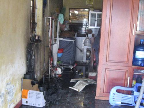 Hà Nội: Cháy lớn, nhà 5 tầng đổ sập - 5