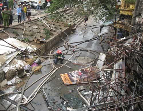 Hoang tàn sau đám cháy nhà 5 tầng - 13