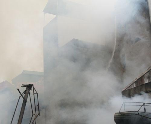 Hoang tàn sau đám cháy nhà 5 tầng - 2