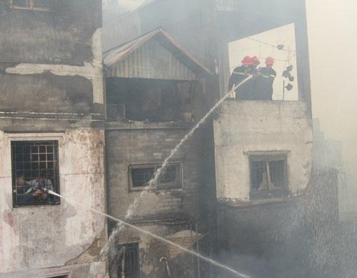 Hoang tàn sau đám cháy nhà 5 tầng - 3