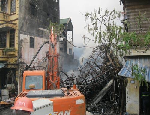 Hoang tàn sau đám cháy nhà 5 tầng - 4
