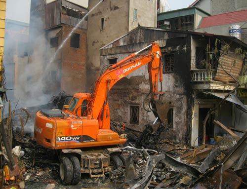 Hoang tàn sau đám cháy nhà 5 tầng - 5