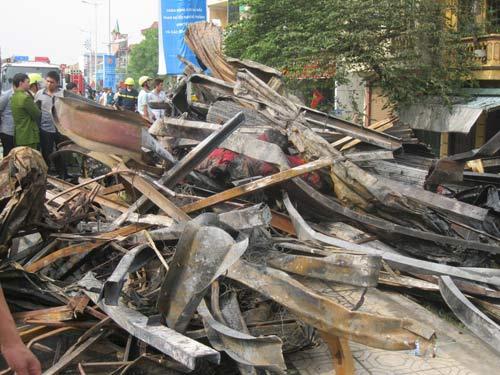 Hoang tàn sau đám cháy nhà 5 tầng - 6
