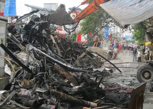 Hoang tàn sau đám cháy nhà 5 tầng - 7