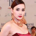 """Thời trang - Trang Nhung gây ngộp thở vì ngực """"khủng"""""""