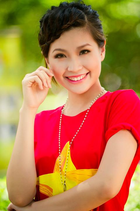 Hoa hậu Ngọc Hân khai thác cơ thể ý nhị - 13