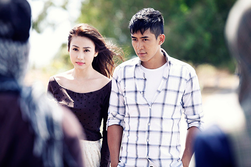 """Ngân Khánh """"phải lòng"""" trai có vợ trong MV mới - 4"""
