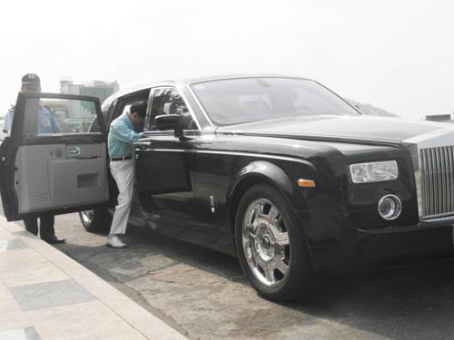 Đại gia lái Rolls-Royce 25 tỷ đi ăn sáng - 15