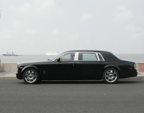 Đại gia lái Rolls-Royce 25 tỷ đi ăn sáng - 8
