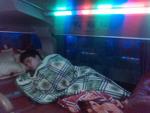 """""""Quan tài bay đêm"""": Gửi mạng cho tài xế - 3"""