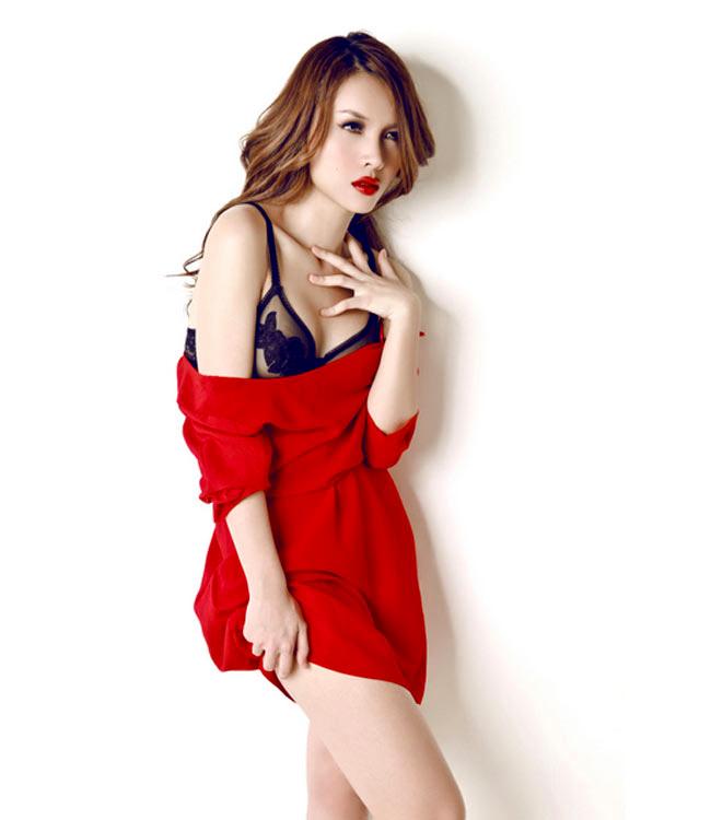 Những năm gần đây, Yến & #160;Trang luôn chung thủy với phong cách sexy trên sân khấu cũng như khi tới các sự kiện