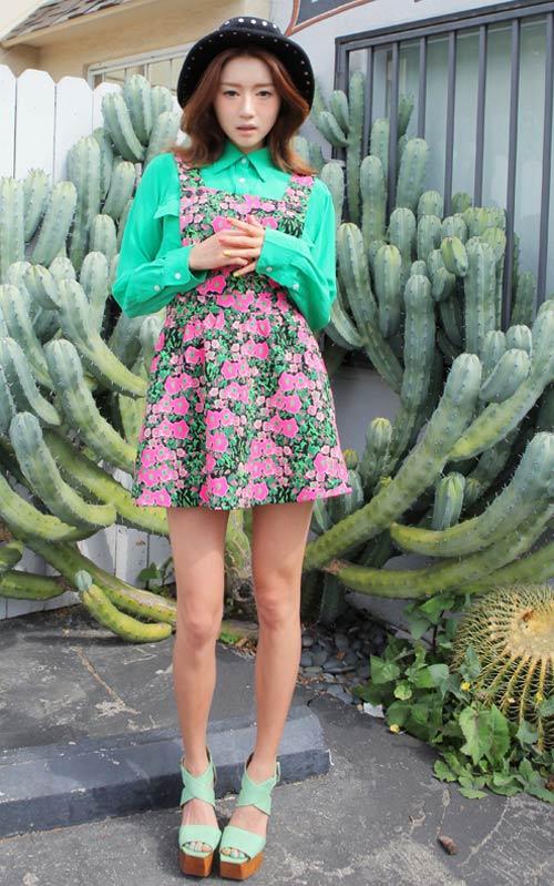 Rực rỡ váy hoa trong nắng - 1
