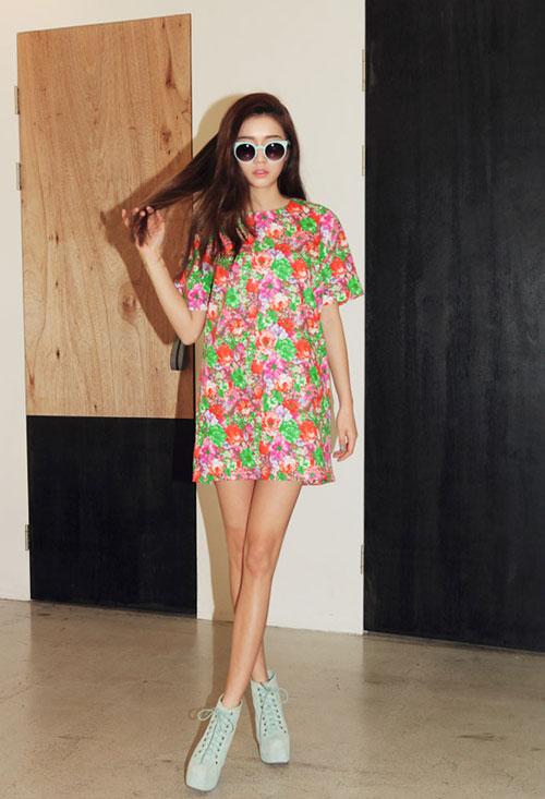 Rực rỡ váy hoa trong nắng - 5