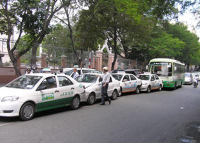 Người HN sẽ đi taxi, xe buýt bằng thẻ điện tử - 1