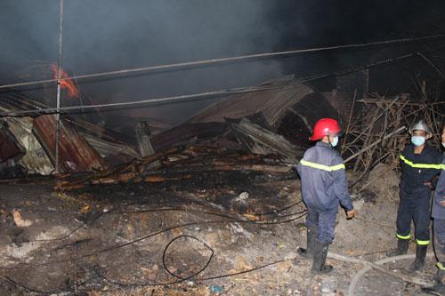 Bình Dương: Cháy lớn gần ga Sóng Thần - 2