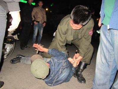 CA được nổ súng: Chặt chẽ vẫn lạm quyền - 2