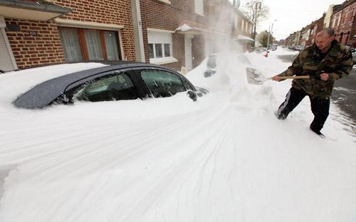 Giao thông châu Âu tê liệt vì bão tuyết - 4