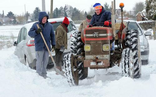 Giao thông châu Âu tê liệt vì bão tuyết - 6