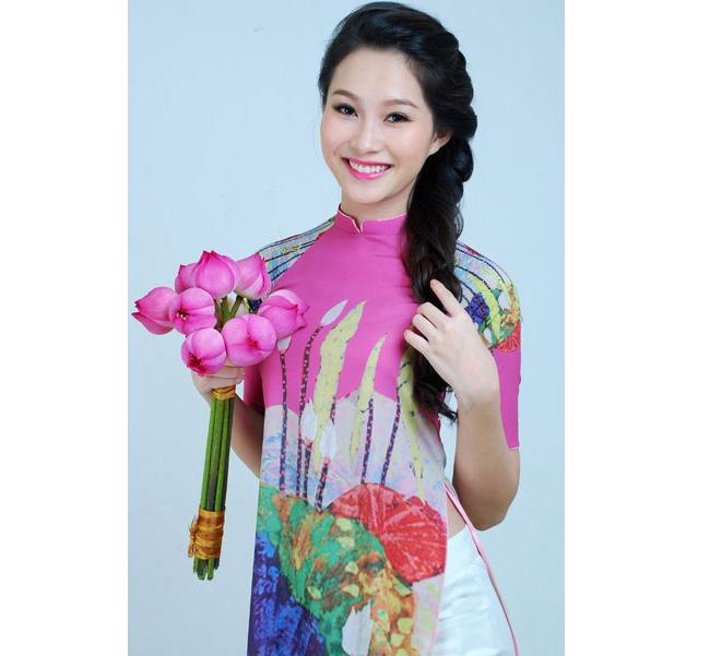 Sinh ra tại Bạc Liêu trong một gia đình bình thường, phút chốc, Thu Thảo đã trở thành chủ nhân của chiếc vương miện quý giá trong cuộc thi Hoa hậu Việt Nam 2012
