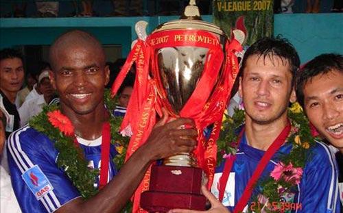 B.Bình Dương đưa Philani trở lại V-League - 1