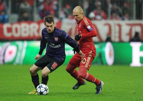 """HOT: Arsenal lại """"hút máu"""" Malaga - 1"""
