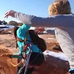 Tin tức trong ngày - Thót tim clip đẩy bạn gái xuống hẻm núi