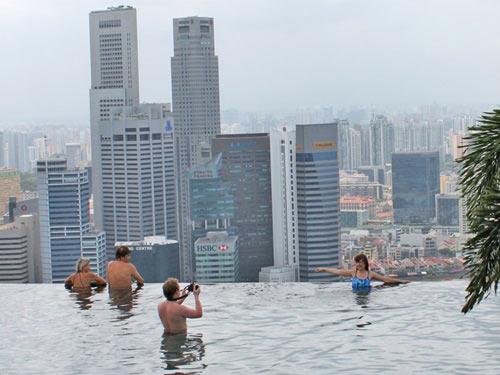 Cận cảnh bể bơi cao nhất thế giới - 5