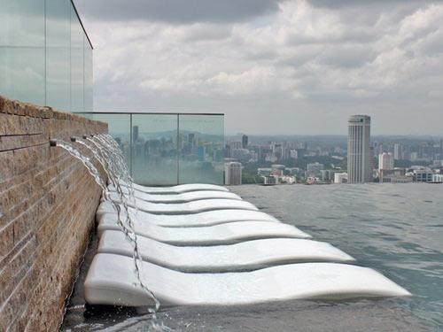 Cận cảnh bể bơi cao nhất thế giới - 6
