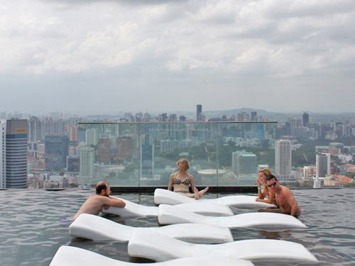 Cận cảnh bể bơi cao nhất thế giới - 7