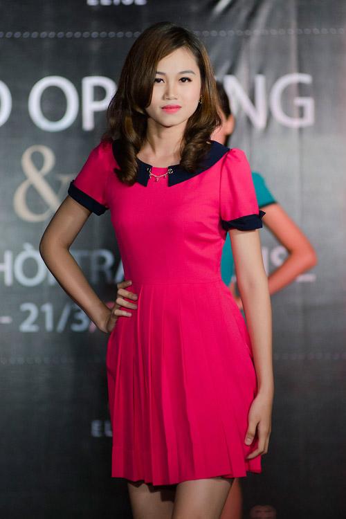 Minh Hằng khoe dáng với váy đuôi cá - 18