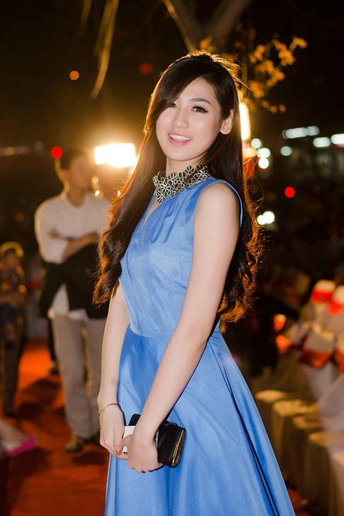Minh Hằng khoe dáng với váy đuôi cá - 9