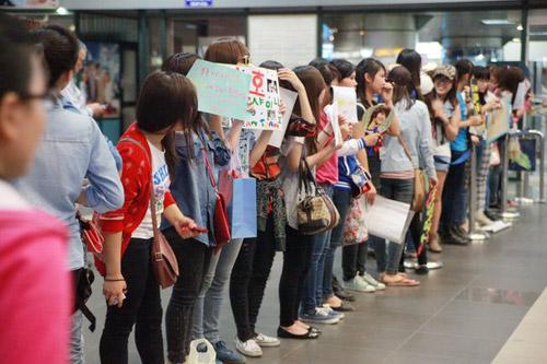 Giới trẻ háo hức đón mỹ nam Minho đến Việt Nam   1363574139 sao han  15