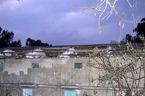 Quảng Ninh: Nổ lớn, hàng chục ngôi nhà hư hại - 2