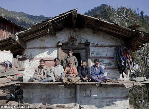 Ấn Độ: Cô gái cưới 5 anh em làm chồng - 2