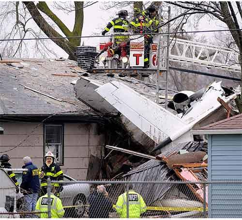 Bị máy bay đâm vào nhà vẫn sống sót - 3
