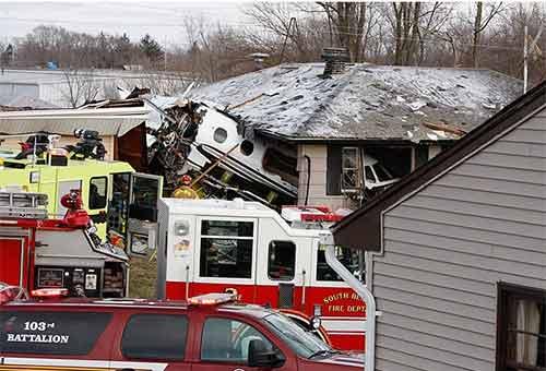 Bị máy bay đâm vào nhà vẫn sống sót - 2