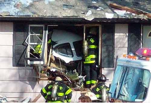 Bị máy bay đâm vào nhà vẫn sống sót - 4