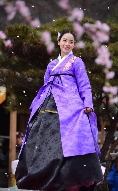 """Kim Tae Hee """"xuất chiêu"""" cùng đối thủ - 5"""