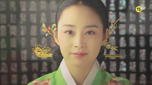 """Kim Tae Hee """"xuất chiêu"""" cùng đối thủ - 1"""