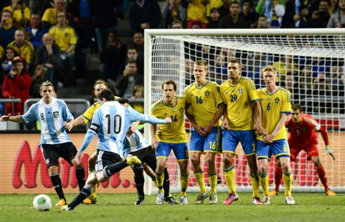 Messi: Mang Nou Camp về Argentina - 2