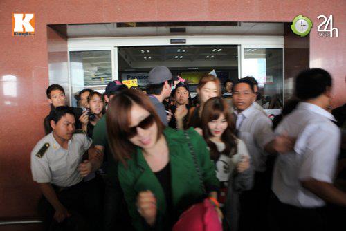 T-ara rạng rỡ tại sân bay Nội Bài - 3